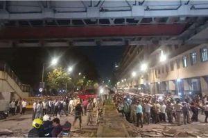 Sập cầu đi bộ ở Ấn Độ, gần 40 người thương vong