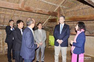 Đại sứ Hoa Kỳ thăm Khu Di tích Kim Liên