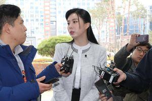 Để giữ mạng sống, nhân chứng vụ diễn viên 'Vườn sao băng' học bí quyết của Jang Nara trong 'Hoàng hậu cuối cùng'