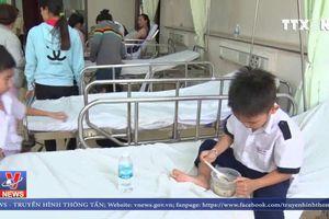 38 học sinh nhập viện sau tiệc sinh nhật tại lớp học