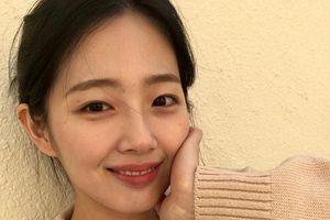 Nữ sinh Hàn bỗng dưng nổi tiếng vì vẻ ngoài giống hệt phiên bản kết hợp của Sulli và Suzy