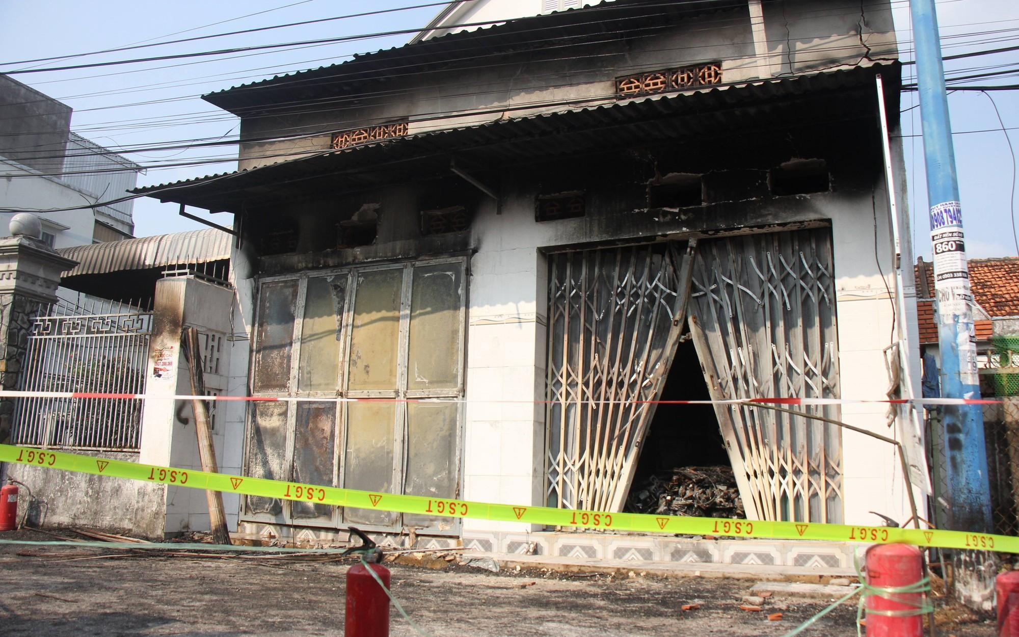 Cháy cửa hàng điện tử, 3 người một gia đình chết thảm, trong đó có bé gái mới 10 tuổi