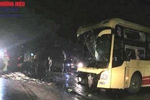 Thanh Hóa: Xe khách tông xe tải trong đêm, nhiều người thương vong