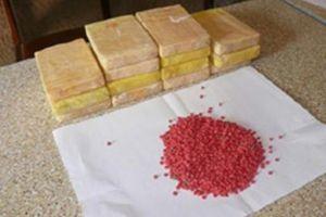 Bắt giữ đối tượng mang 22 cục thuốc phiện và hàng nghìn viên ma túy đi tiêu thụ