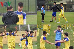 U23 Việt Nam 'luyện công': Đình Trọng cười thả ga, Tiến Linh tập riêng