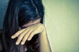Ở nhà một mình, bé gái 13 tuổi mang thai sau nhiều lần bị hàng xóm xâm hại