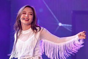 Hot girl 9X Việt ra mắt trong nhóm nhạc Hàn Quốc biểu diễn lôi cuốn