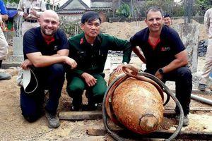 Chuyên gia Australia kể chuyện tháo quả bom 330 kg ở Quảng Bình