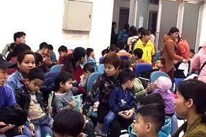 Trẻ em Thuận Thành vẫn ùn ùn lên Hà Nội để xét nghiệm sán heo