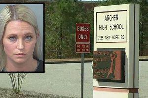 Cô giáo có quan hệ tình cảm với học sinh bị truy tố tội tấn công tình dục