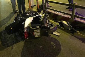 Tông dải phân cách giữa làn ô tô và xe máy ở đường dẫn cao tốc, 1 người chết