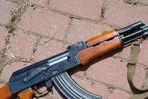 Nóng: Hé lộ danh tính kẻ mang súng AK và 12 viên đạn trên quốc lộ 37