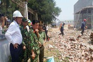 Khẩn trương khắc phục vụ sập tường công trình ở Vĩnh Long