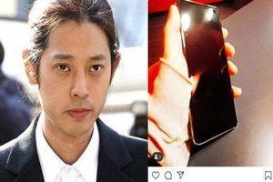 Lộ chân dung chiếc 'điện thoại vàng' chứa nội dung chatroom bệnh hoạn của Seungri, Jung Joon Young và nhóm bạn?