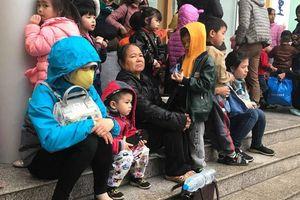 Thêm 700 trẻ ở Bắc Ninh được cha mẹ đưa về Hà Nội xét nghiệm sán lợn