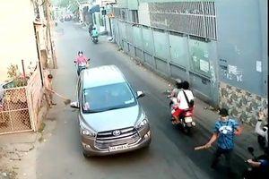 Đang đi mua đồ ăn sáng, người đàn ông bị 4 người lạ truy sát trọng thương giữa phố Sài Gòn