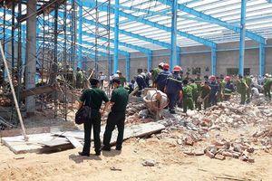 Công ty xây dựng nói gì về vụ sập tường làm 8 người thương vong?