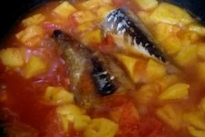 Cá chiên sốt dứa chua ngọt lạ miệng, ăn hết veo nồi cơm
