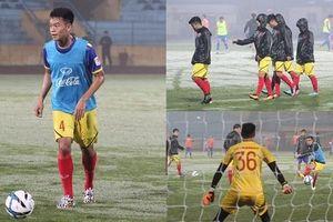 U23 Việt Nam đấu tập U23 Đài Bắc Trung Hoa trên mặt sân sũng nước