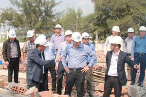 Sập tường khiến 6 người chết: Thứ trưởng Xây dựng trực tiếp kiểm tra hiện trường, đề nghị làm rõ