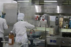 Khám phá 'bếp ăn' đặc biệt làm 22.000 suất ăn/ngày cho các chuyến bay