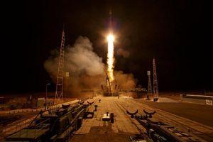 Khoảnh khắc tàu vũ trụ Soyuz Nga rời bệ phóng trong đêm