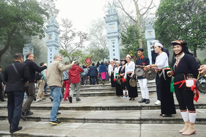 Ấn tượng chuyến du xuân hữu nghị về vùng Tản viên Sơn Thánh