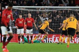 Wolves 2-1 Man Utd: 'Quỷ đỏ' chia tay FA Cup