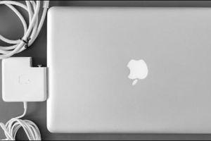 Cách nhận biết MacBook có đang được sạc hay không