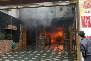 Cháy dữ dội khách sạn ở Hải Phòng, 4 người mắc kẹt