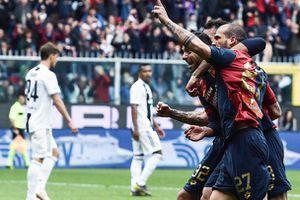 Ronaldo ngồi nhà, Juventus thua muối mặt Genoa