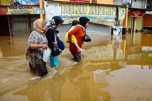 Lũ quét tại Indonesia, hàng chục thi thể tìm thấy trong bùn