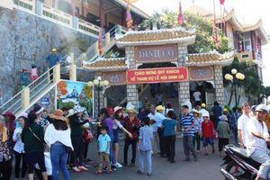 Hàng vạn du khách hành hương về Dinh Cô, Bà Rịa – Vũng Tàu