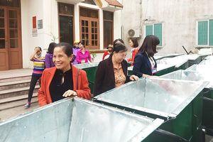 Quảng Ninh: Bàn giao 50 xe đẩy rác cho người dân