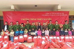 Tiếp bước đến trường cùng học sinh nghèo ở xã Phiêng Pằn