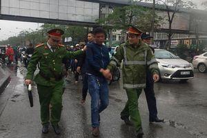 Sự thật bất ngờ về vụ 'bắt thanh niên móc túi' ở cổng Bệnh viện Bạch Mai