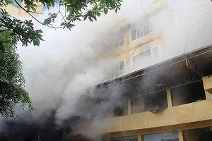 Nữ nhân viên giặt là tử vong trong vụ cháy tổ hợp khách sạn, quán bar và karaoke