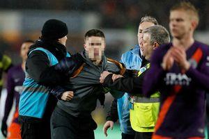 Pep Guardiola lo ngại tình trạng quá khích của CĐV tại Anh