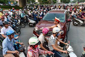 Người dân nói gì khi 2 tuyến đường huyết mạch ở Hà Nội cấm xe máy?