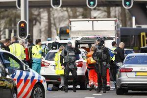 Hiện trường vụ xả súng nghi là khủng bố trên tàu điện ở Hà Lan