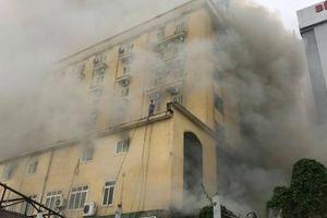 Nghệ An: Cháy lớn ở khách sạn, quán bar Avatar khiến nhiều người mắc kẹt bên trong