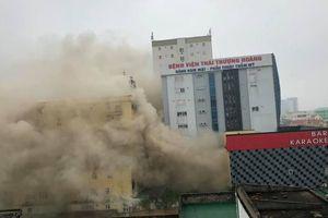 Cháy lớn tại tổ hợp khách sạn, karaoke ở TP.Vinh, nhiều người hoảng loạn tháo chạy
