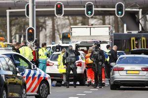 Nổ súng trên tàu điện ở Hà Lan, nhiều người bị thương