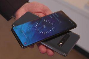 Galaxy S10 xuất hiện lỗi tự bật màn hình khi để trong túi