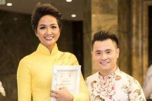 H'Hen Niê, Phan Ngọc Hân và NTK Nhật Dũng hội ngộ tại lễ bế mạc 'Lễ hội Áo dài 2019'
