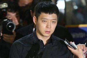 Lợi dụng vụ Seungri - Jung Joon Young đang hồi gay cấn, Yoochun (JYJ) bỗng nhiên cũng bị kiện