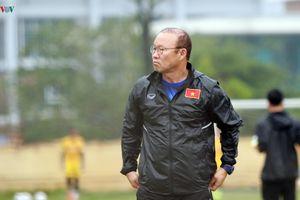 Thầy Park 'soi' U23 Việt Nam tập luyện, sắp gạch tên 6 người nữa