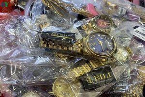 Tạm giữ hơn 3.300 đồng hồ dán nhãn các thương hiệu nổi tiếng