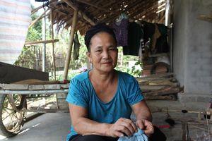 Tâm sự của cụ bà neo đơn quyết tâm viết đơn xin thoát nghèo