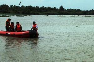 TP.HCM: Nạo vét khu vực tàu thuyền trú bão, 4 người rơi xuống sông